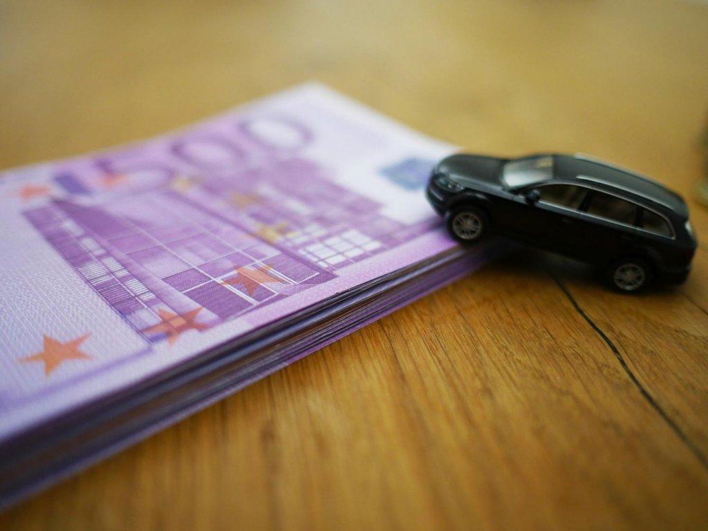 Dank Förderungen der Bundesregierung lässt sich mit einem Elektroauto viel Geld sparen.